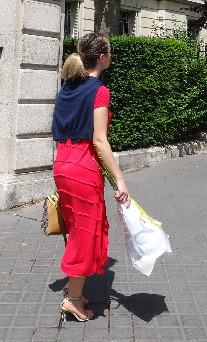 Vue arrière de la blouse traditionnelle roumaine