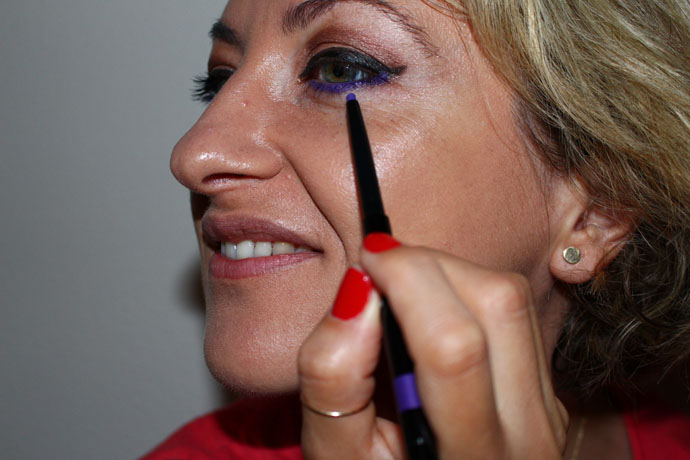Apply bold colours on bottom eye lid