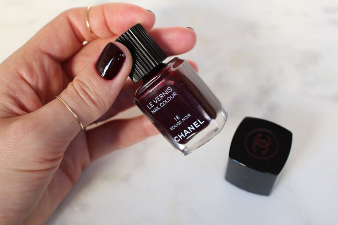 6 nail polishes you 39 ll be dying to buy for fall winter 2015 for Rouge a levre guerlain miroir