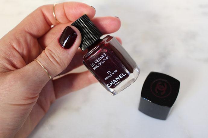 Chanel Le Vernis Nail Colour in 18 Rouge Noir