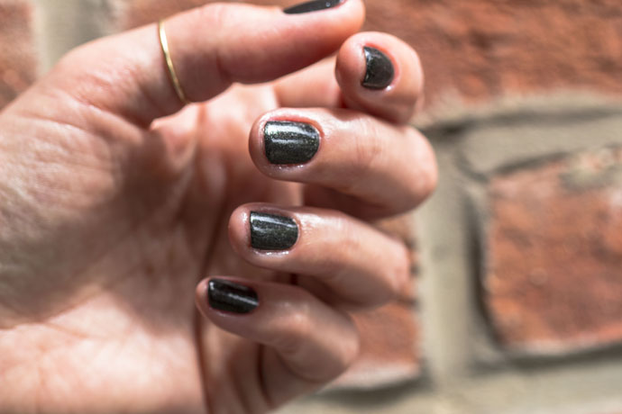 Essie   Tribal Text-Styles (manicure)