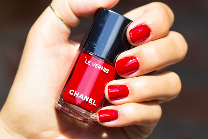 Chanel | Le Vernis Longwear Nail Colour 528 Rouge Puissant (swatch with Le Vernis Nail Gloss 530 Rouge Radical)