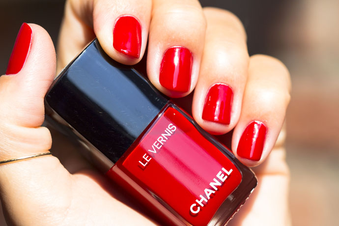 Chanel | Le Vernis Longwear Nail Colour 528 Rouge Puissant (swatch)