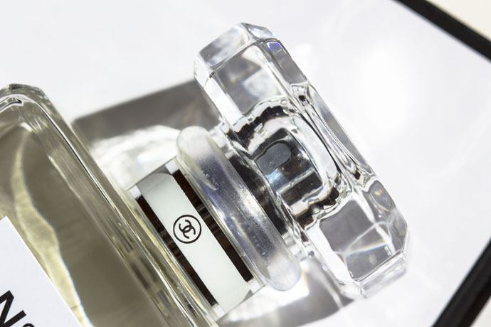 Chanel | No.5 L'Eau Cap Detail