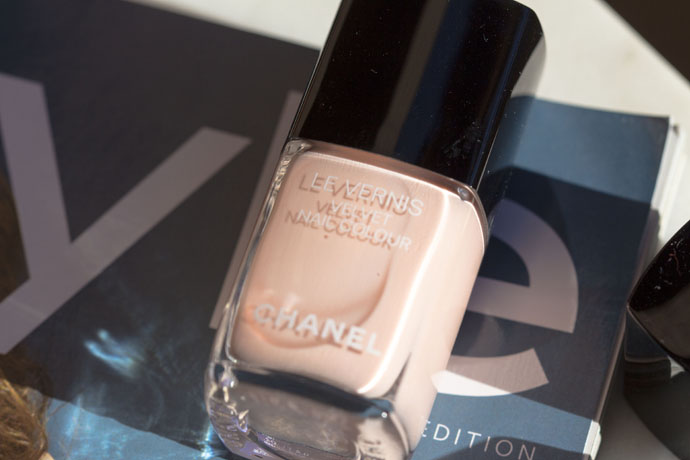 Chanel | Le Vernis Velvet in 542 Pink Rubber