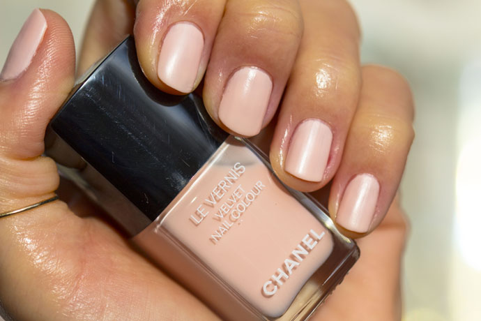 Chanel | Le Vernis Velvet in 542 Pink Rubber (swatch)