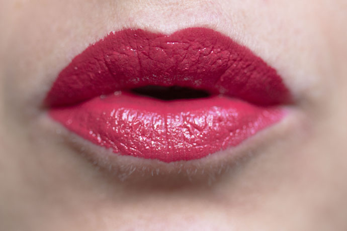 Guerlain | Rouge G Exceptional Complete Lip Colour in 821 Rouge Saphir (swatch)