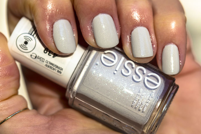 Essie | Winter 2016 - go with the flowy (swatch)