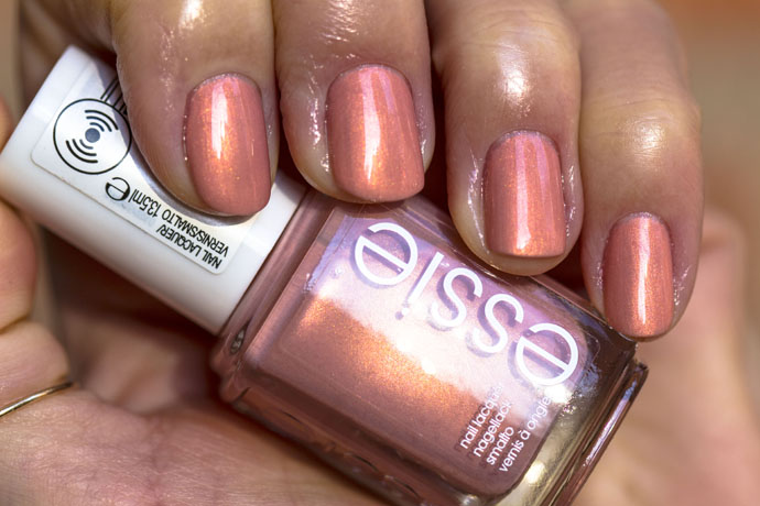 Essie | Winter 2016 - oh behave! (swatch)