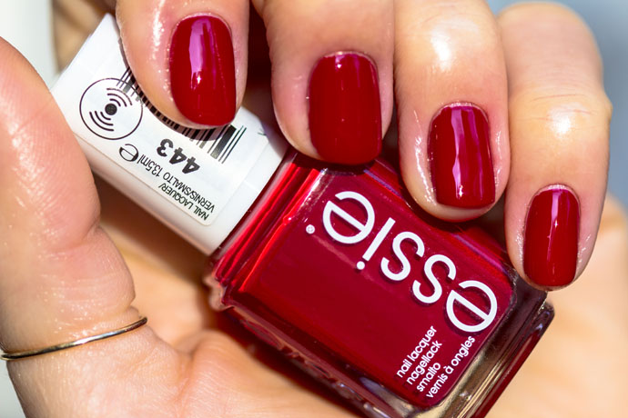Essie | Winter 2016 - party on a platform (swatch)