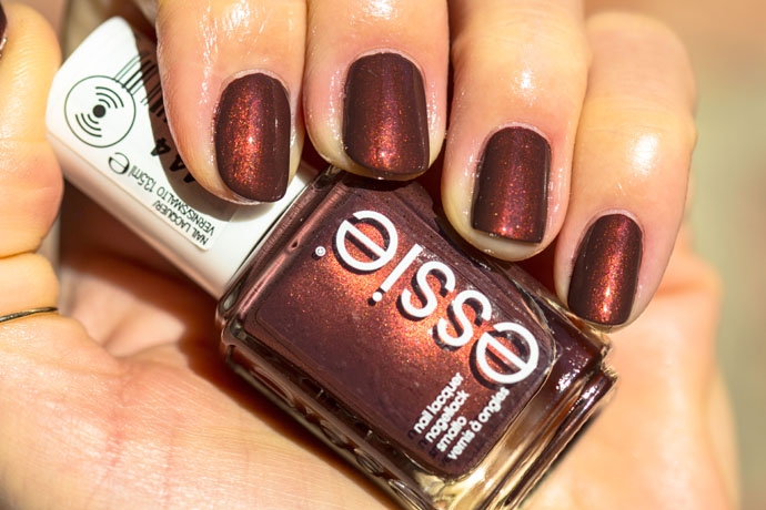 Essie | Winter 2016 - ready to boa (swatch)