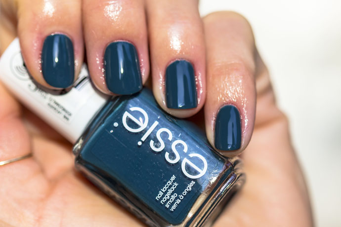 Essie | Winter 2016 - satin sister (swatch)