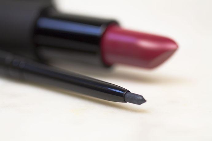 Maria Galland | Le Maquillage La Parisienne Le Crayon Yeux Infini Waterproof en 18 Gris Graphite (détail)