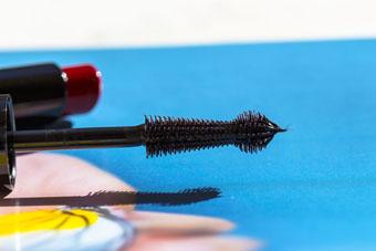 Guerlain | La Petite Robe Noire Black Lashdress Mascara (brush detail)