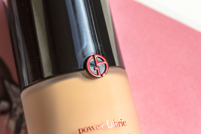 Giorgio Armani | Power Fabric Longwear High Cover Foundation SPF 25 (detail)