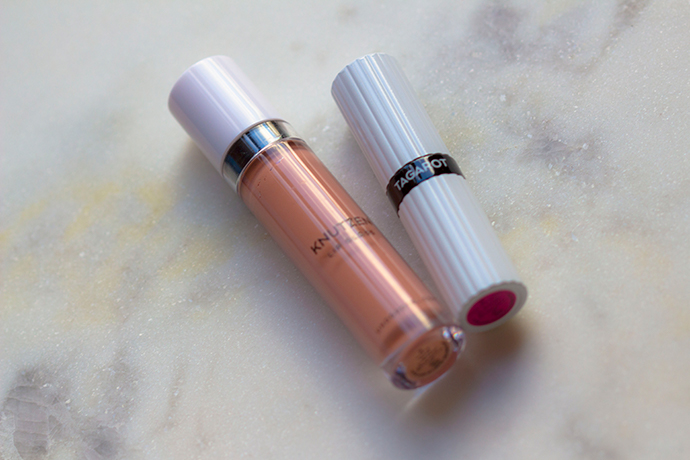 UND GRETEL Berlin | KNUTZEN Lip Gloss in Matte Nude & TAGAROT Lipstick in Pink Blossom (detail)